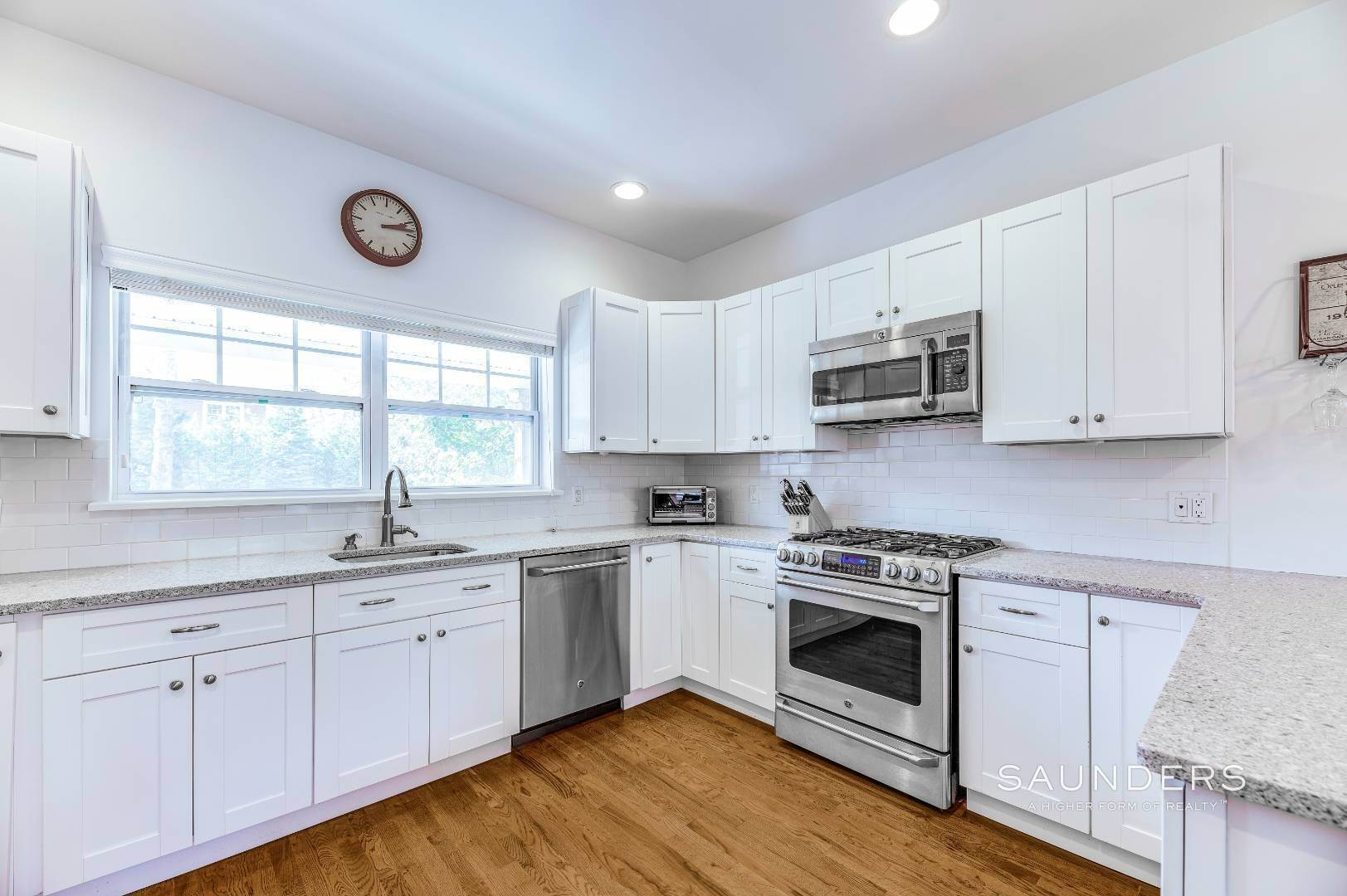 9. Single Family Homes for Sale at Near The Village And Beaches Of Southampton 64 Sandy Hollow Road, Southampton, Southampton Town, NY 11968