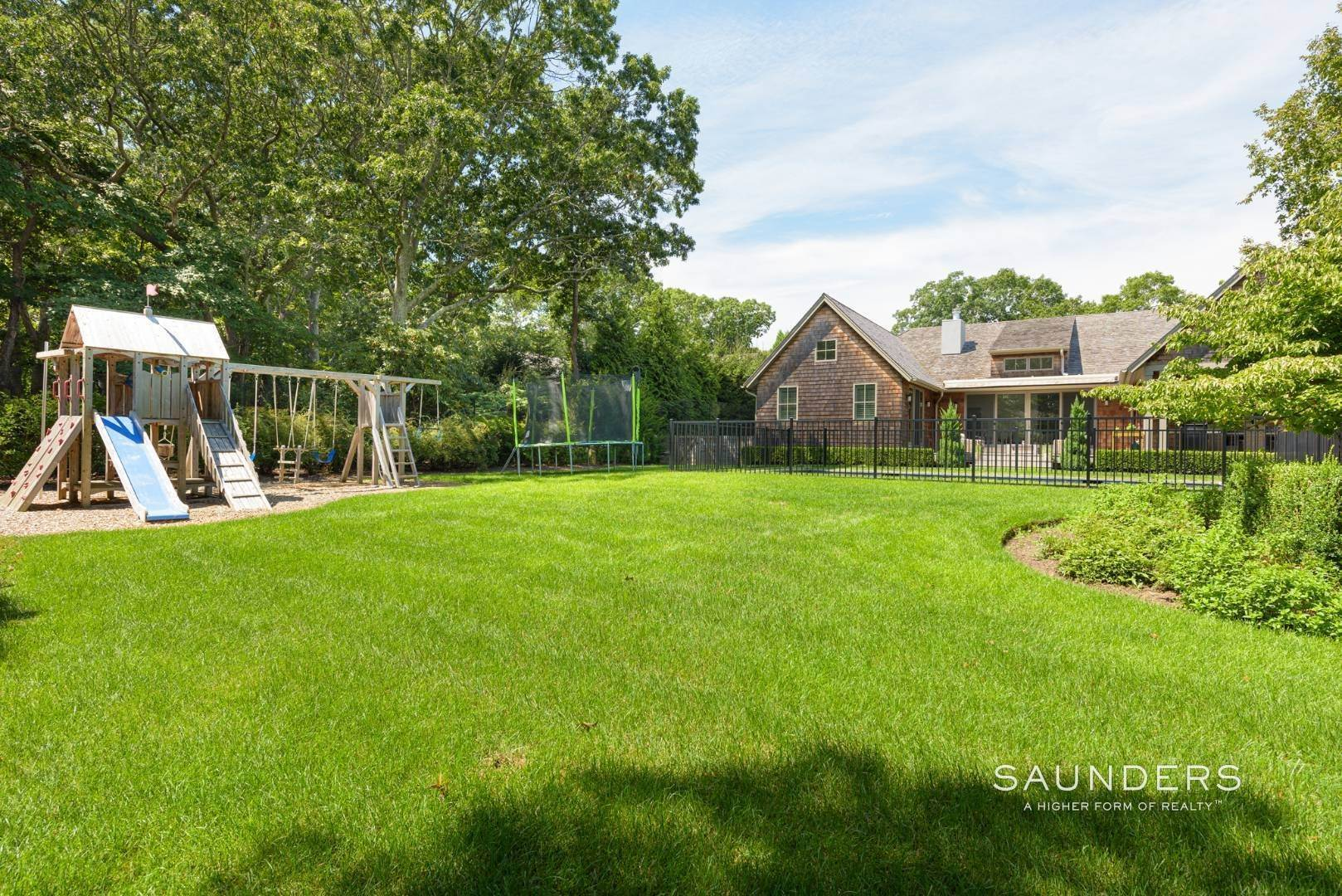23. Single Family Homes at High Quality In Hampton Waters 8 Albertines Lane, East Hampton, East Hampton Town, NY 11937