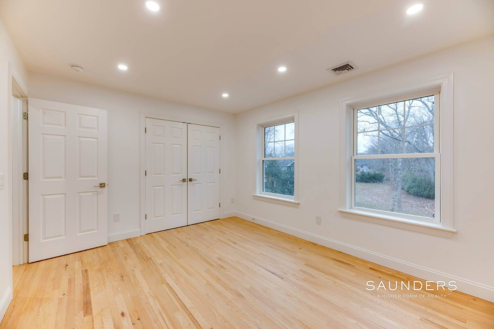17. Single Family Homes at Beautiful New Home In Southampton 52 Sandy Hollow Road, Southampton, Southampton Town, NY 11968