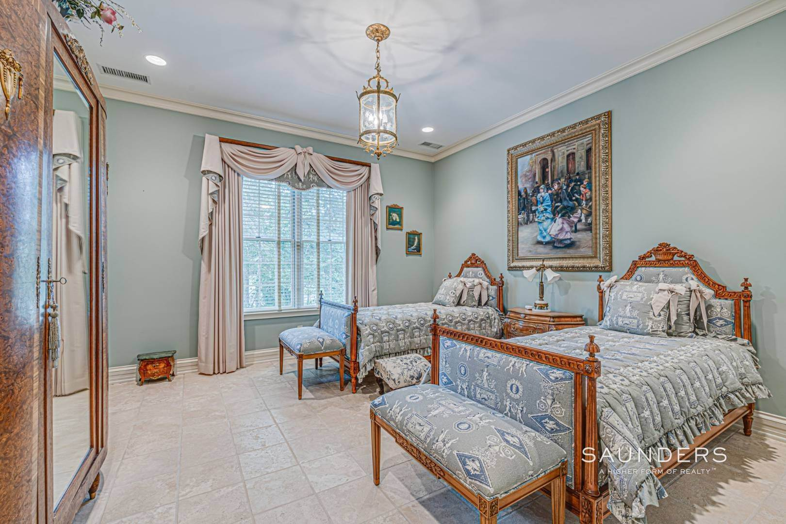 19. Single Family Homes for Sale at Palm Beach Meets The Hamptons At This Palatial Waterfront Estate 7 Cross Road, Remsenburg, Southampton Town, NY 11960