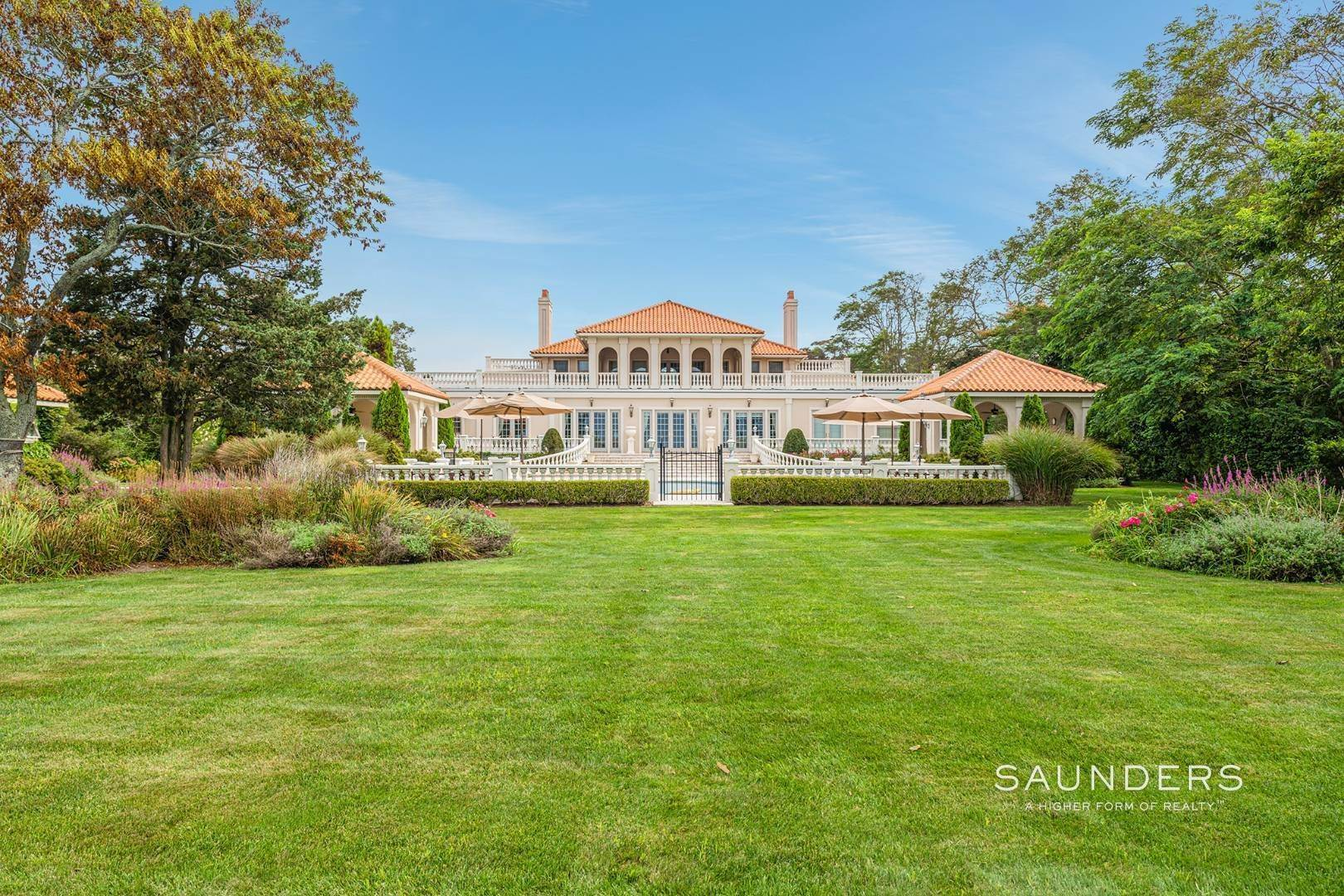4. Single Family Homes for Sale at Palm Beach Meets The Hamptons At This Palatial Waterfront Estate 7 Cross Road, Remsenburg, Southampton Town, NY 11960