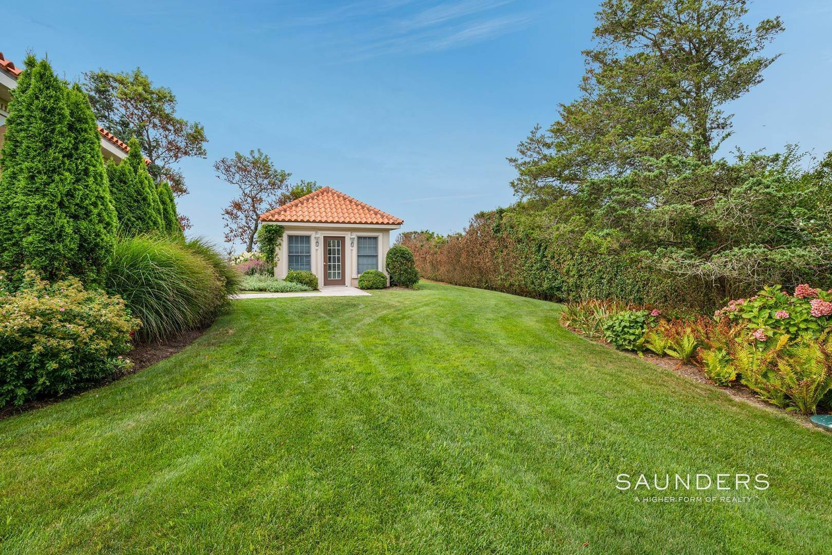 31. Single Family Homes for Sale at Palm Beach Meets The Hamptons At This Palatial Waterfront Estate 7 Cross Road, Remsenburg, Southampton Town, NY 11960