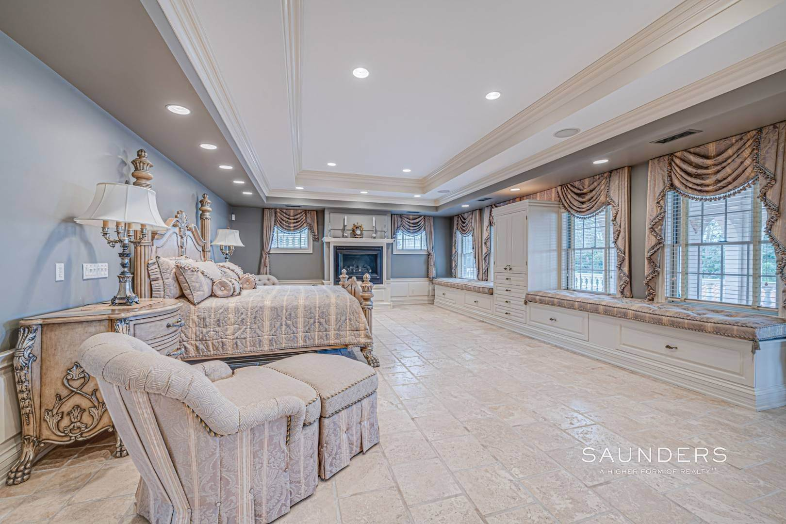 24. Single Family Homes for Sale at Palm Beach Meets The Hamptons At This Palatial Waterfront Estate 7 Cross Road, Remsenburg, Southampton Town, NY 11960