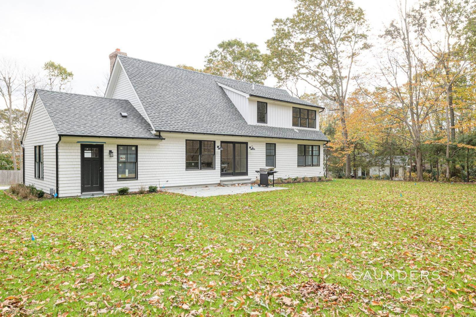 21. Single Family Homes for Sale at New Construction On Flag Lot With Room For Pool In Water Mill 479 Seven Ponds Towd Road, Water Mill, Southampton Town, NY 11976