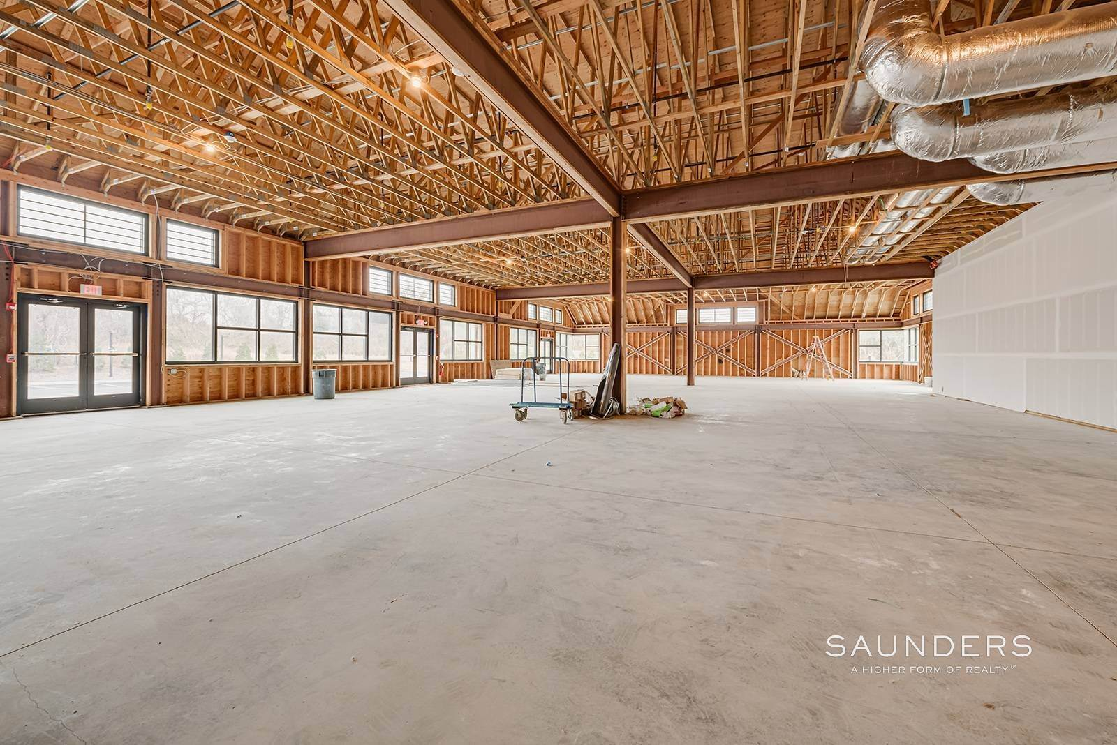21. Commercial for Sale at New Southampton Retail And Office Space 2 Montauk Highway, Water Mill, Southampton Town, NY 11968