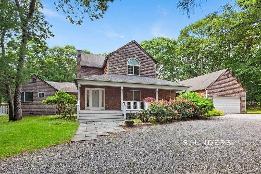 Single Family Homes at Charming Hamptons Traditional 2 Holly Place, East Hampton, East Hampton Town, NY 11937