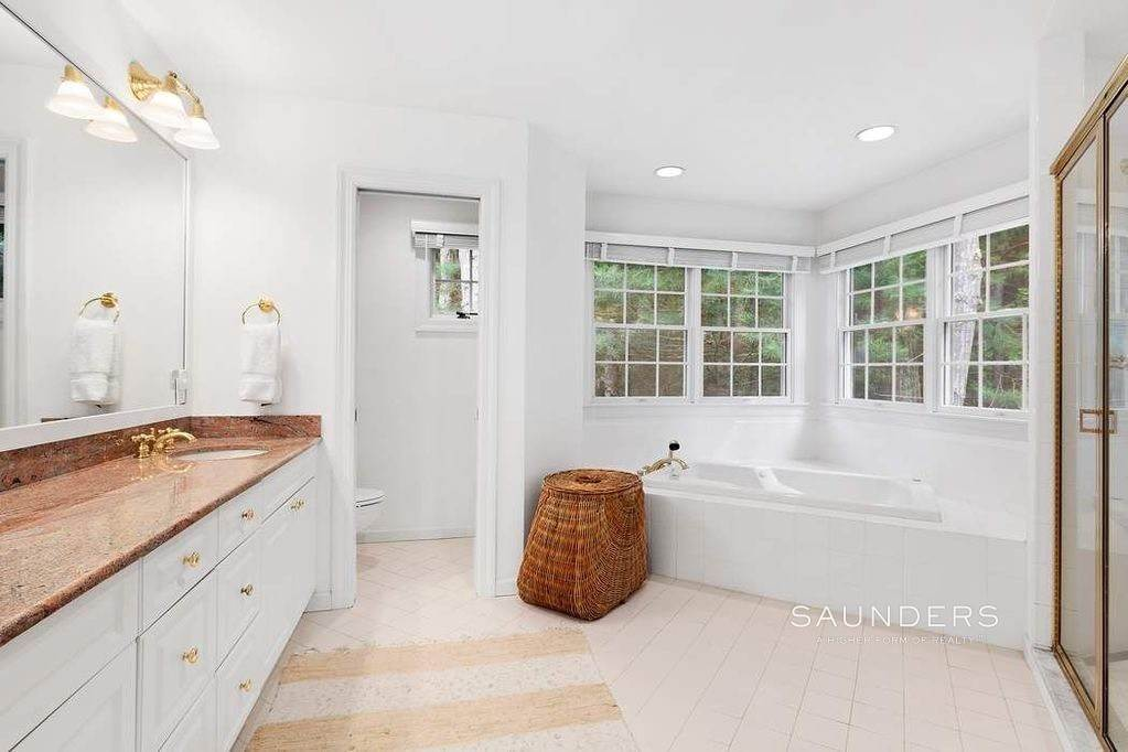 7. Single Family Homes at Charming Hamptons Traditional 2 Holly Place, East Hampton, East Hampton Town, NY 11937