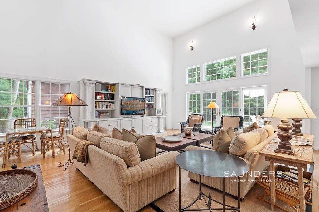 3. Single Family Homes at Charming Hamptons Traditional 2 Holly Place, East Hampton, East Hampton Town, NY 11937