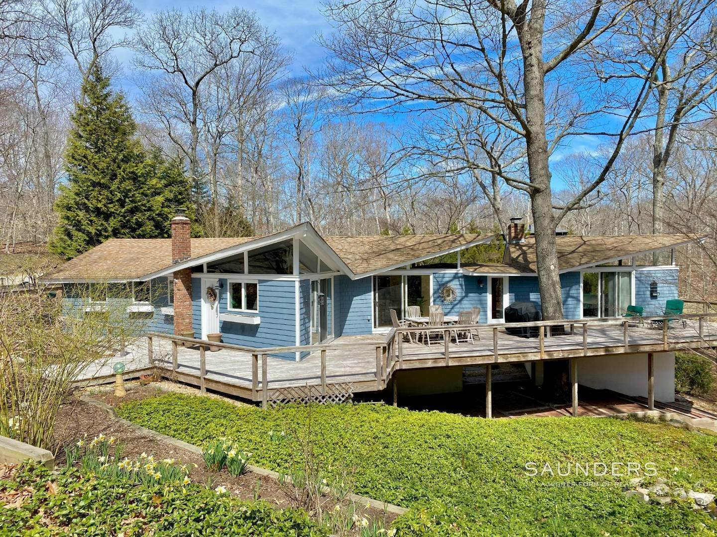Single Family Homes for Sale at Shelter Island Star-Shaped Modern With Pool 5 Heritage Drive, Shelter Island, NY 11964