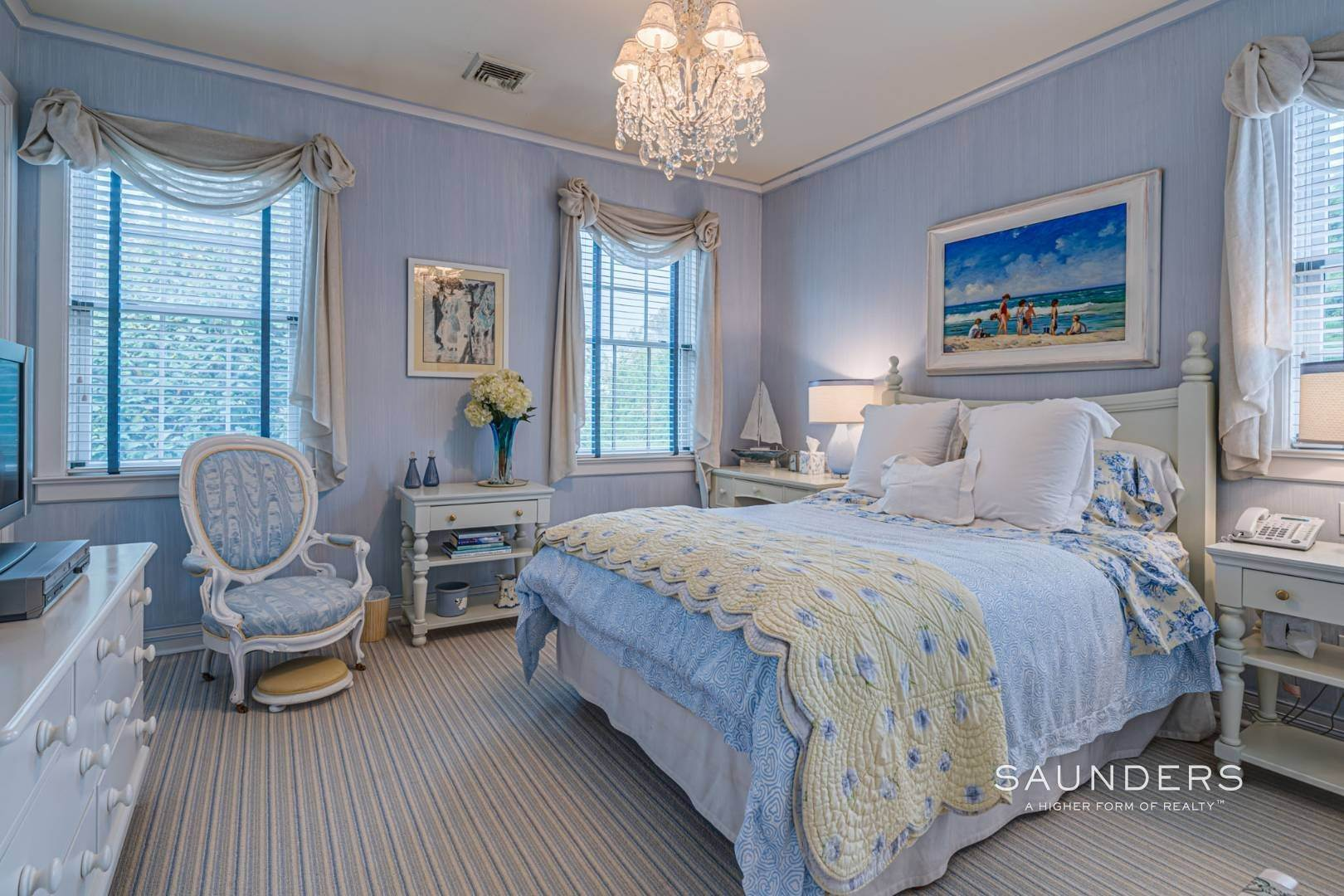 18. Single Family Homes for Sale at Elegant Estate Section Home, Moments To The Ocean 622 Halsey Neck Lane, Southampton, Southampton Town, NY 11968