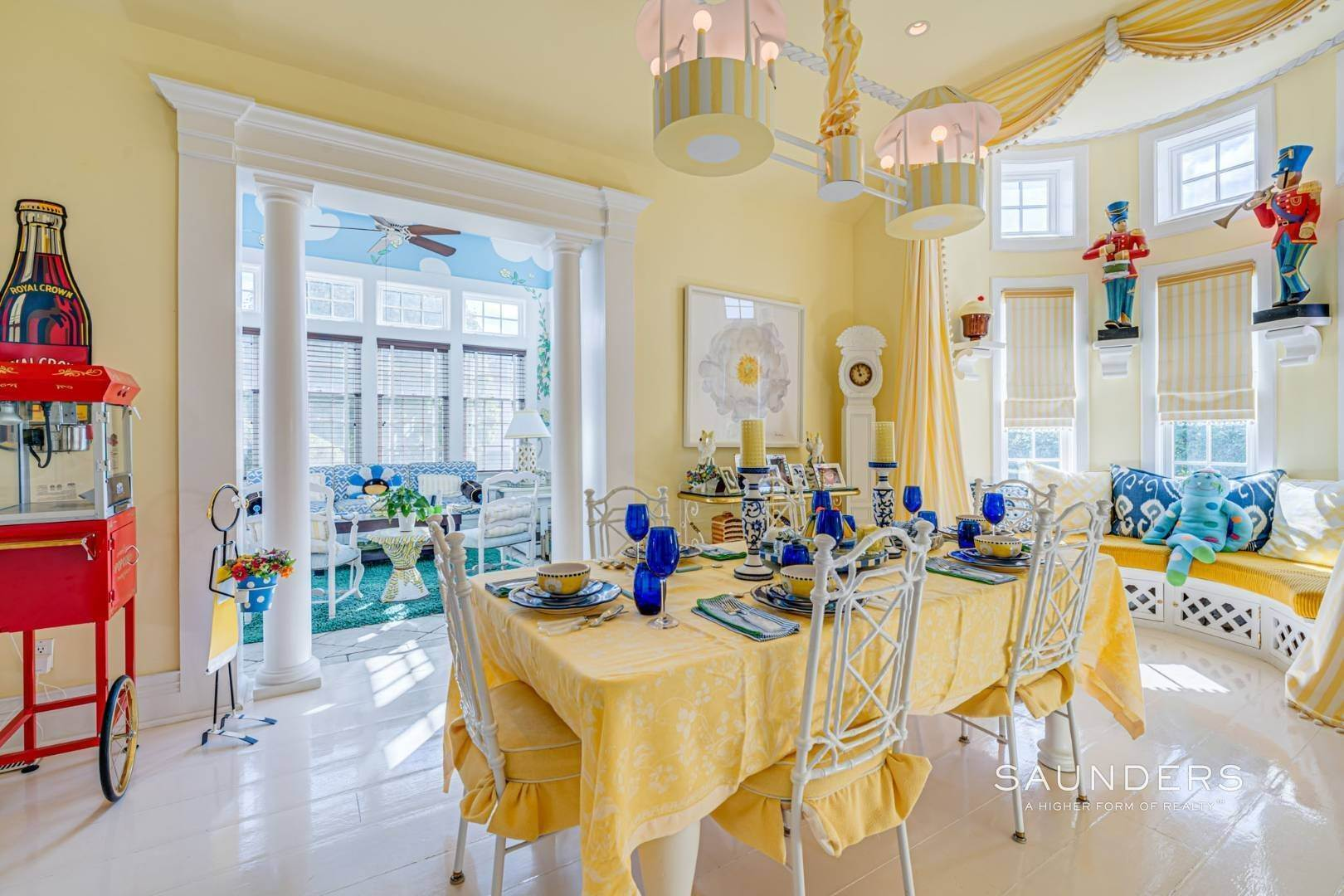 7. Single Family Homes for Sale at Elegant Estate Section Home, Moments To The Ocean 622 Halsey Neck Lane, Southampton, Southampton Town, NY 11968