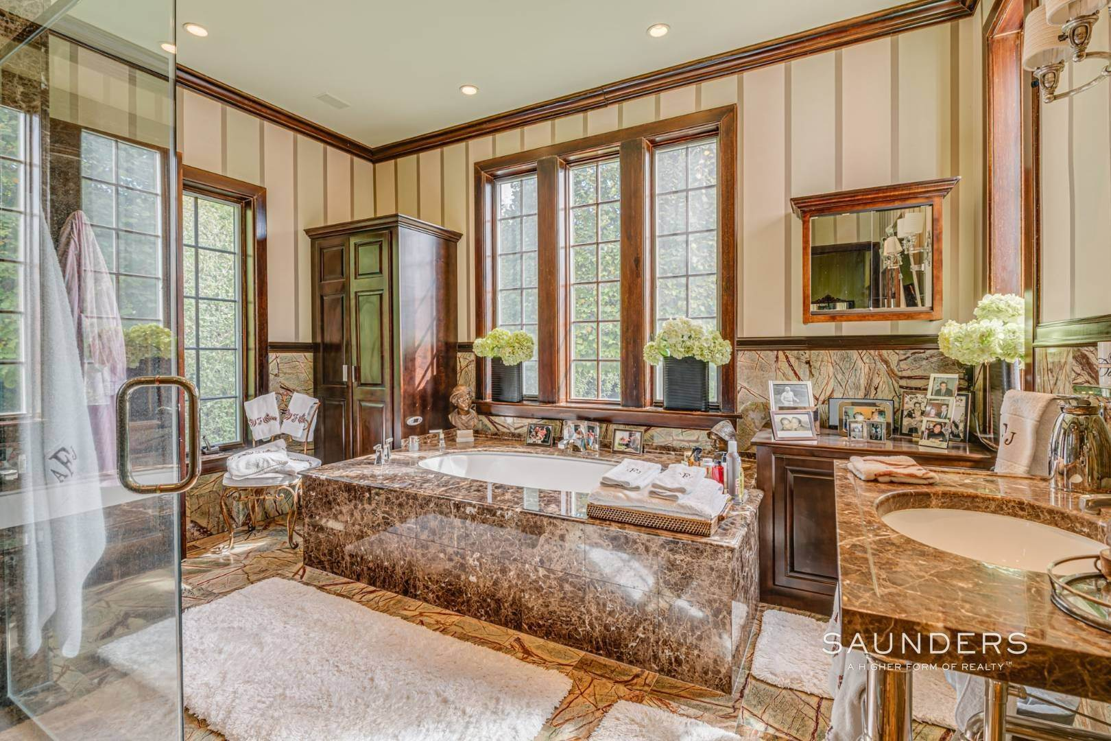 13. Single Family Homes for Sale at Elegant Estate Section Home, Moments To The Ocean 622 Halsey Neck Lane, Southampton, Southampton Town, NY 11968