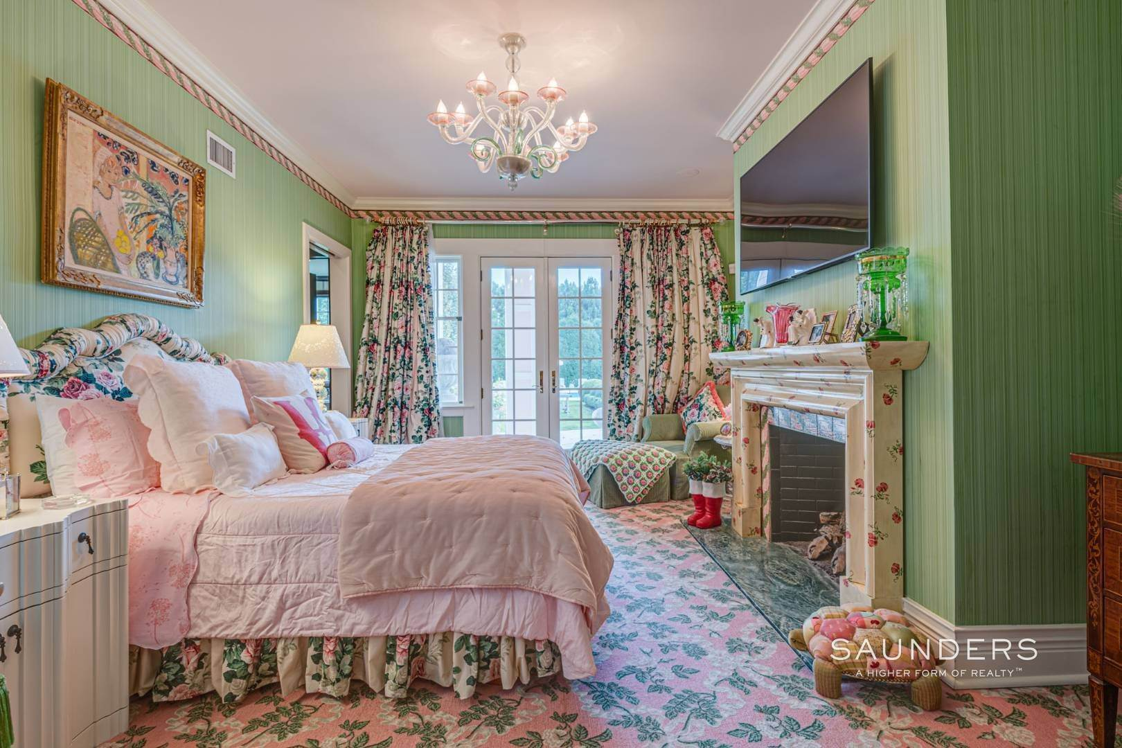 12. Single Family Homes for Sale at Elegant Estate Section Home, Moments To The Ocean 622 Halsey Neck Lane, Southampton, Southampton Town, NY 11968