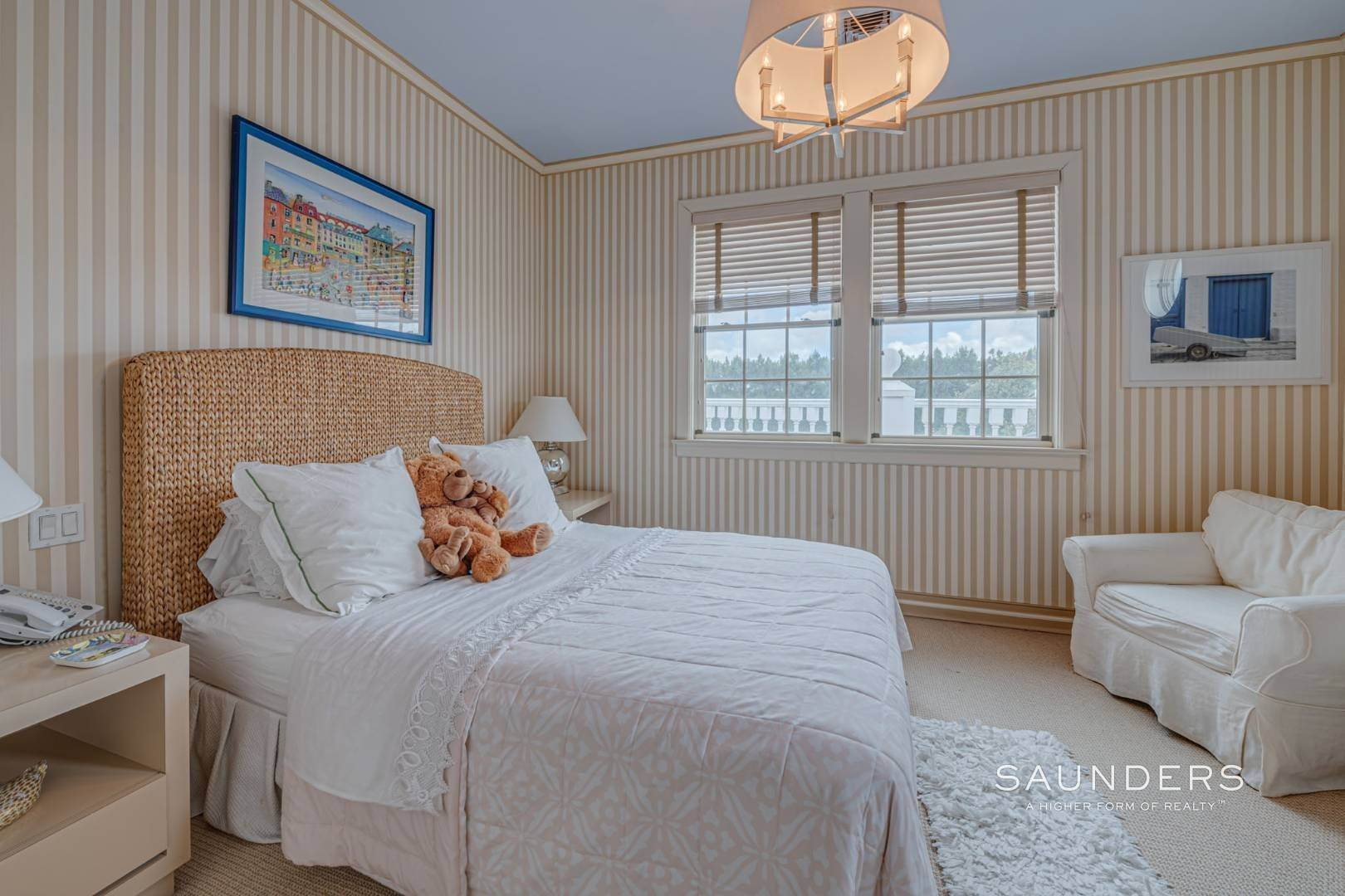 20. Single Family Homes for Sale at Elegant Estate Section Home, Moments To The Ocean 622 Halsey Neck Lane, Southampton, Southampton Town, NY 11968