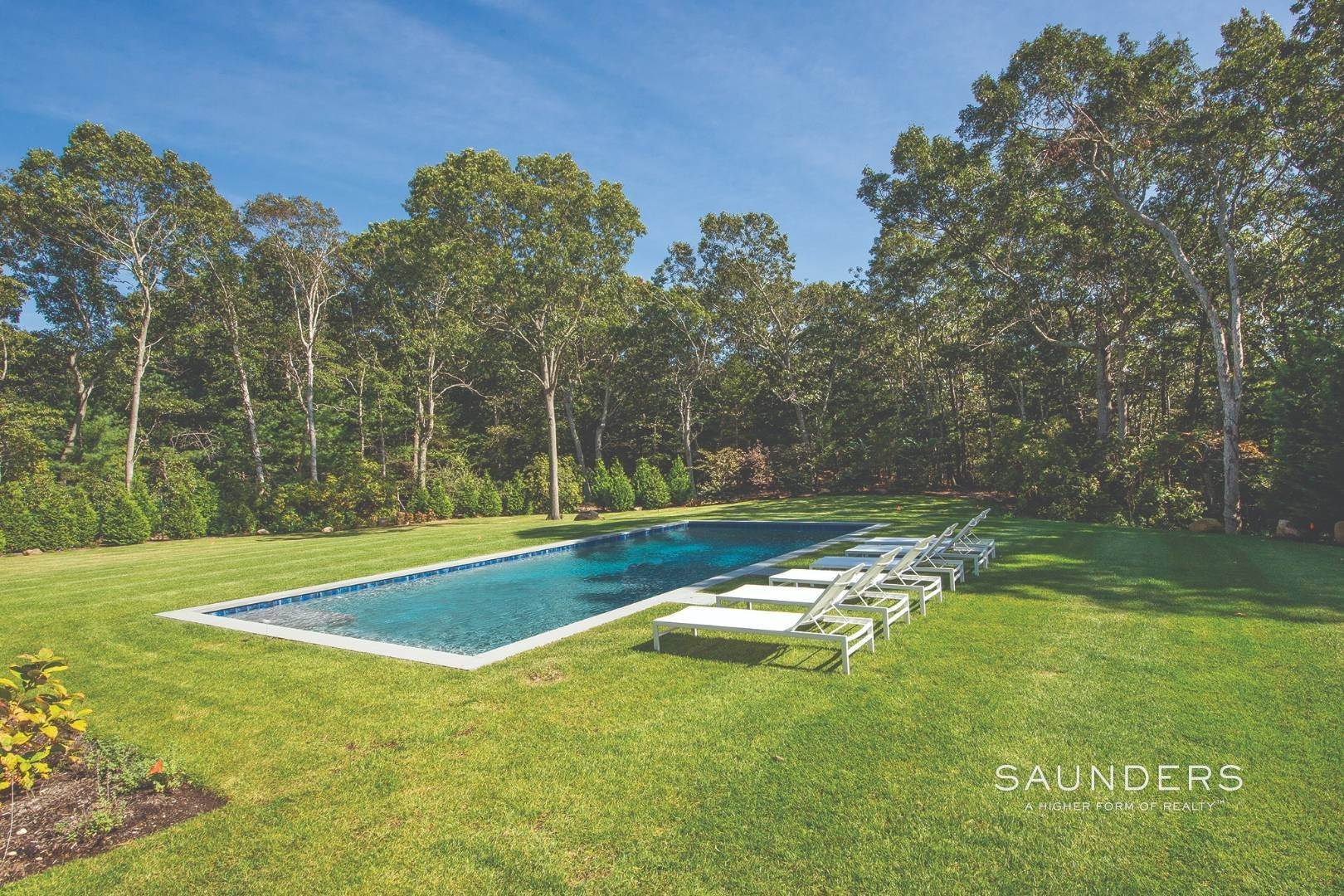 29. Single Family Homes for Sale at East Hampton, East Hampton Town, NY 11937