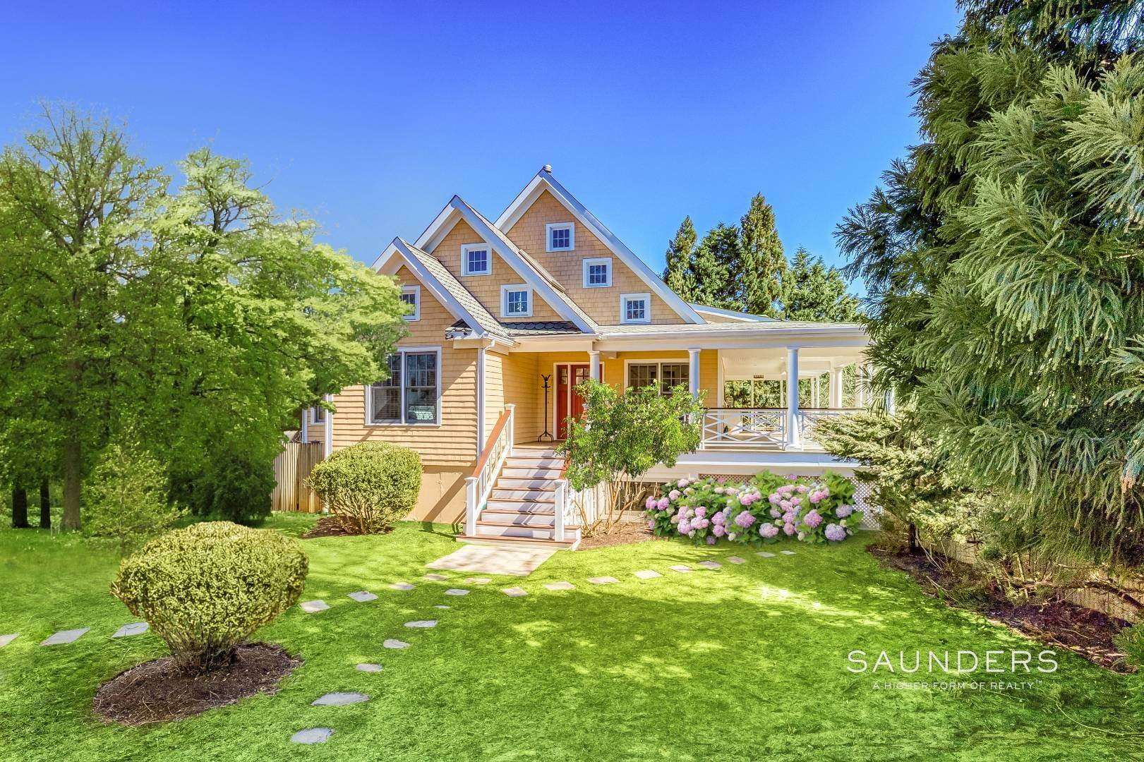 Single Family Homes for Sale at Shelter Island Beach Idyll With Guest House And Pool 1 Brander Parkway, Shelter Island Heights, Shelter Island, NY 11964