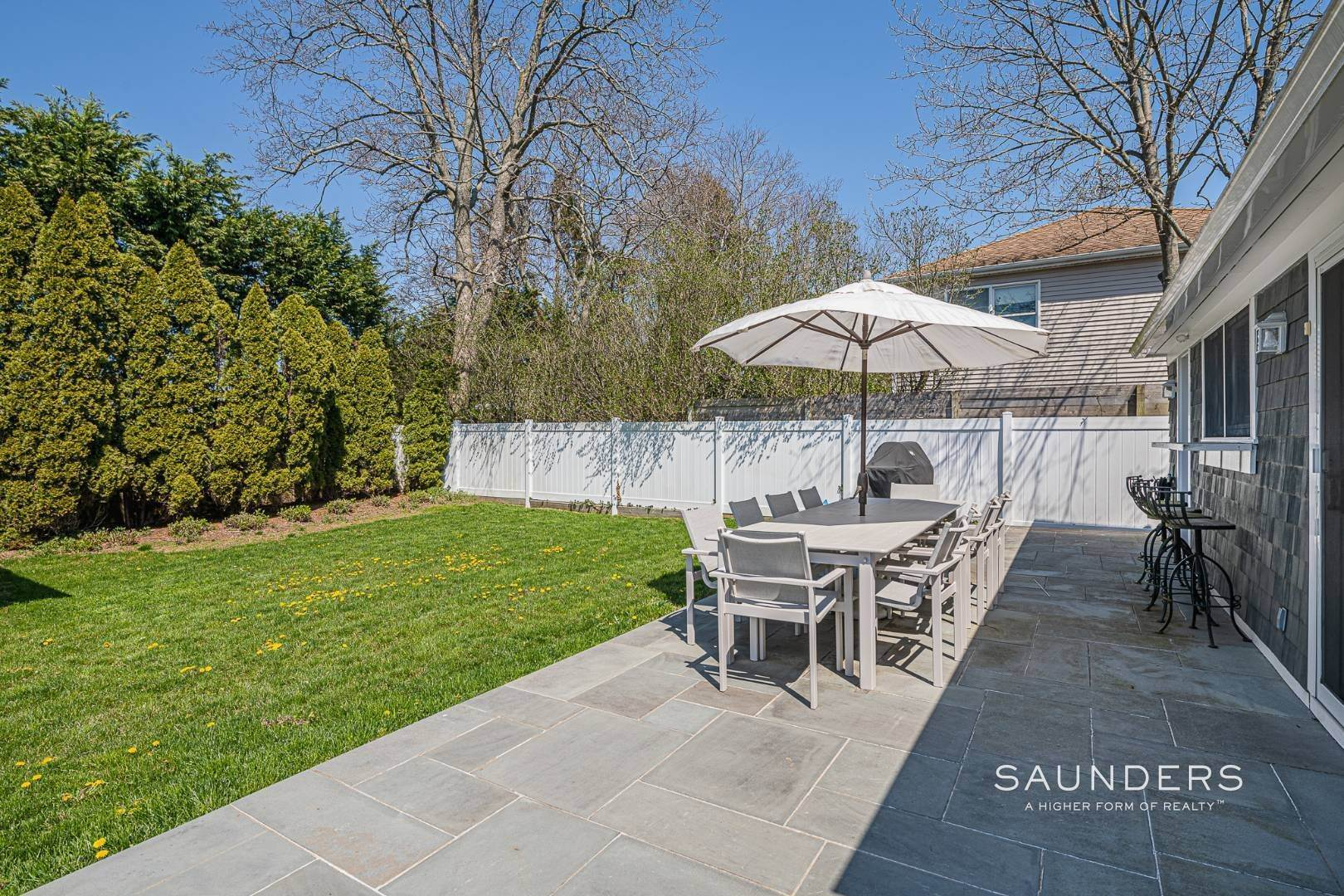 20. Single Family Homes for Sale at Turnkey Oasis Outside Southampton Village 25 Hampton Street, Southampton, Southampton Town, NY 11968