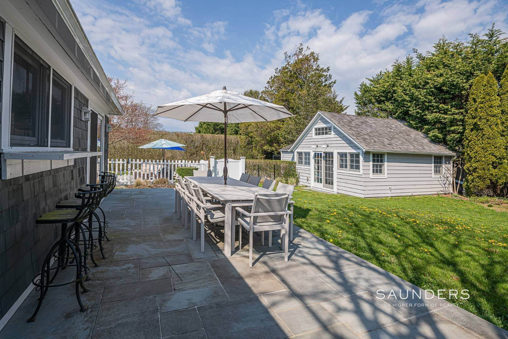 24. Single Family Homes for Sale at Turnkey Oasis Outside Southampton Village 25 Hampton Street, Southampton, Southampton Town, NY 11968