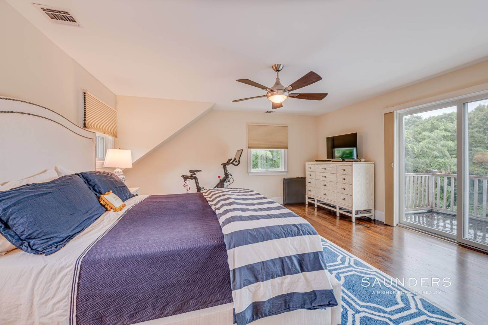 14. Single Family Homes for Sale at Turnkey Southampton Oasis 41 Hillside Road, Southampton, Southampton Town, NY 11968