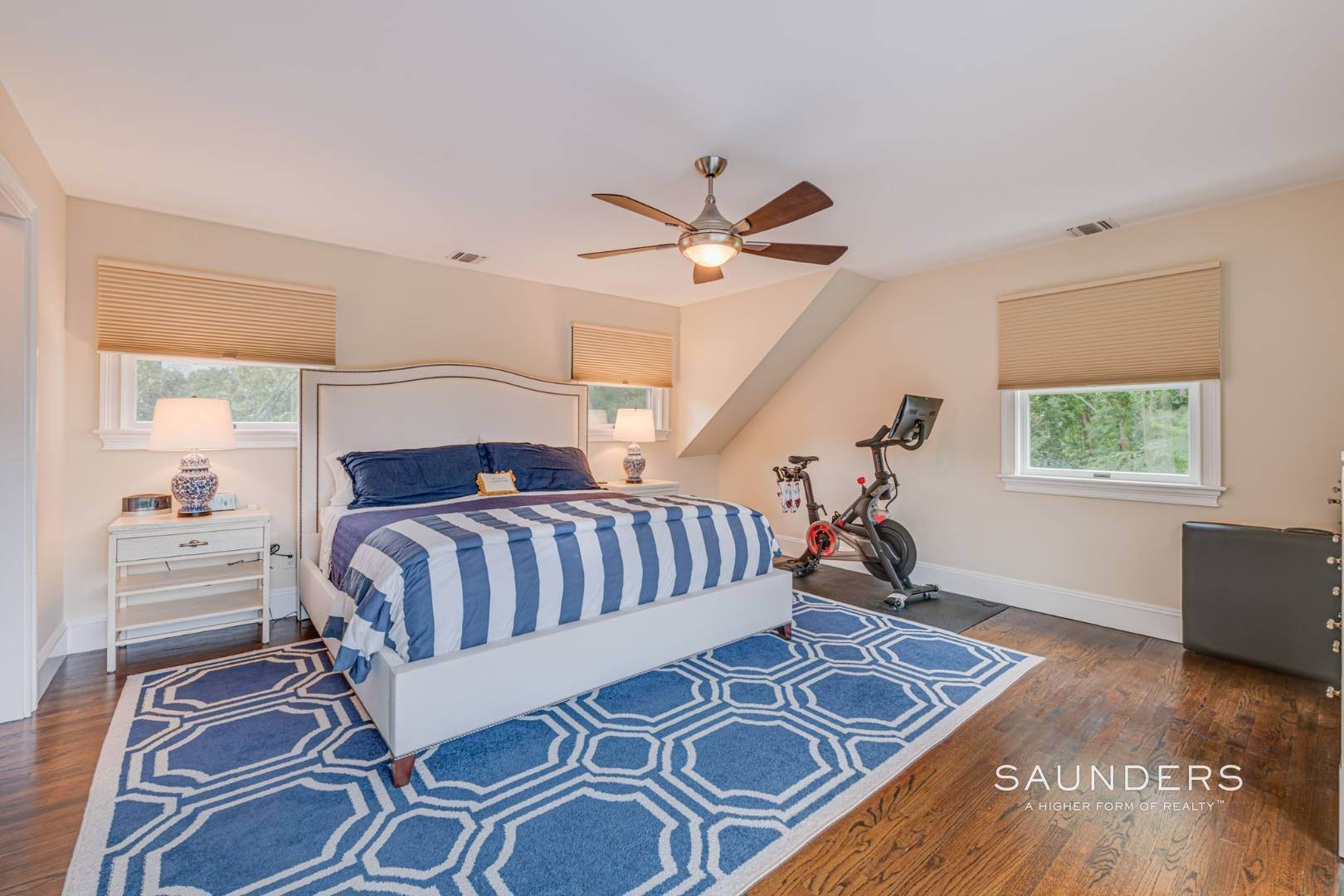 13. Single Family Homes for Sale at Turnkey Southampton Oasis 41 Hillside Road, Southampton, Southampton Town, NY 11968