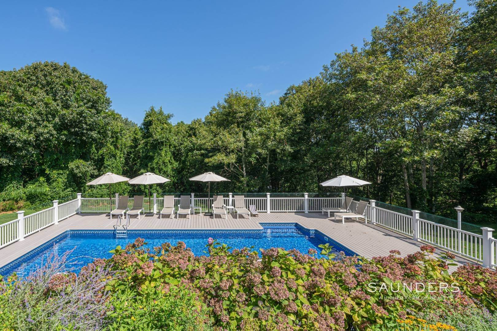 23. Single Family Homes for Sale at Turnkey Southampton Oasis 41 Hillside Road, Southampton, Southampton Town, NY 11968