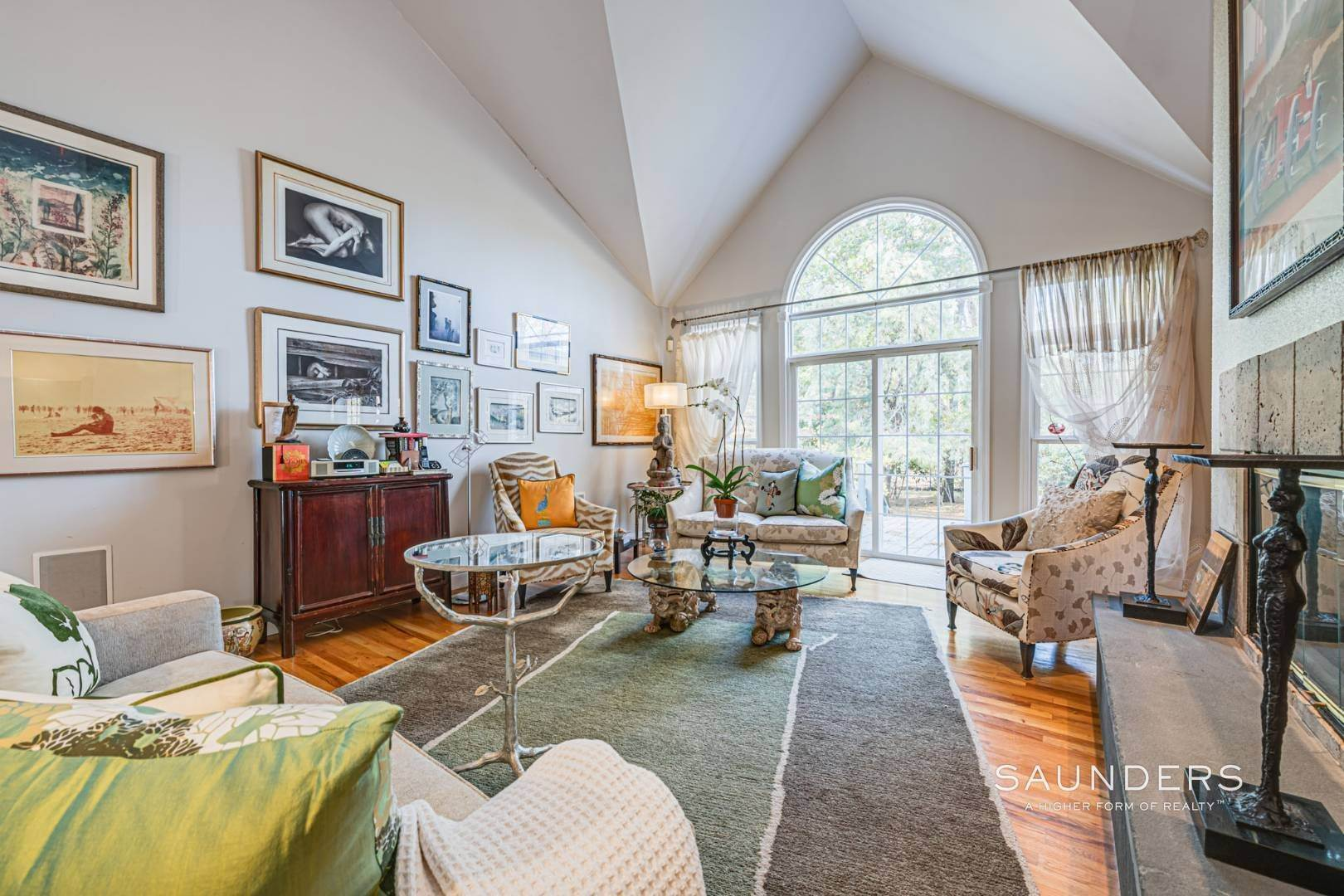 5. Single Family Homes for Sale at East Hampton Room For Tennis 2+ Acres 1 Deer Haven Court, East Hampton, East Hampton Town, NY 11937