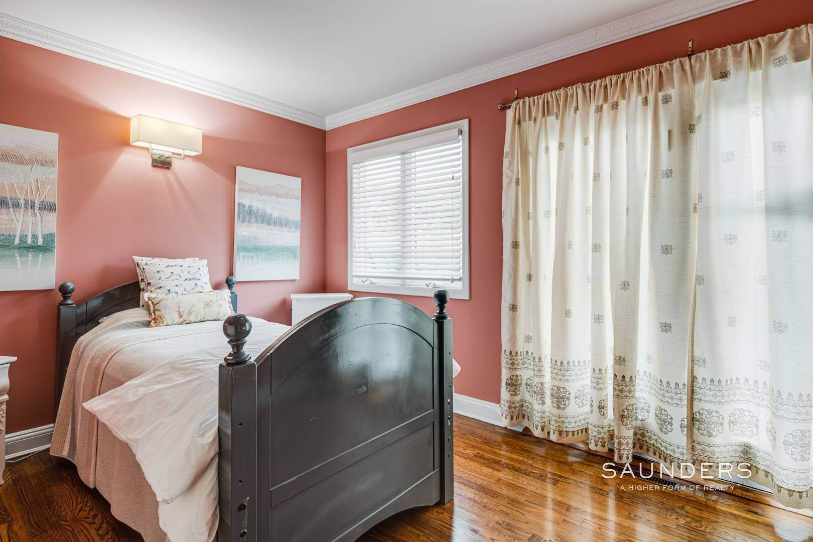 19. Single Family Homes for Sale at Southampton South Renovated With Pool 51 Cheviot Road, Southampton, Southampton Town, NY 11968