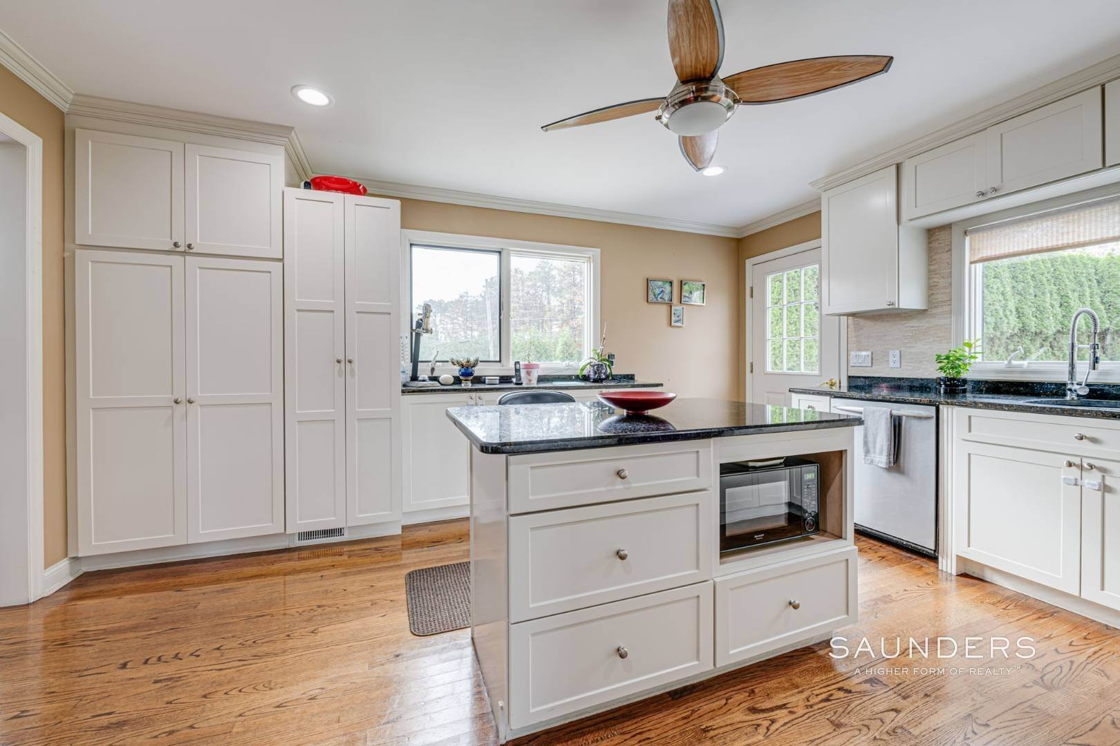 8. Single Family Homes for Sale at Southampton South Renovated With Pool 51 Cheviot Road, Southampton, Southampton Town, NY 11968