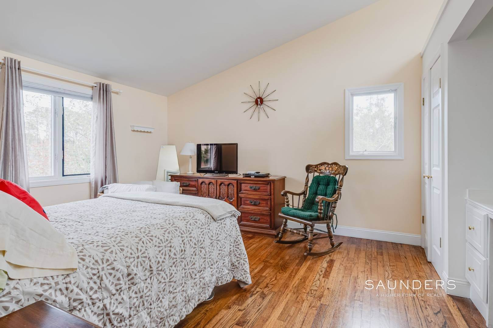 13. Single Family Homes for Sale at Southampton South Renovated With Pool 51 Cheviot Road, Southampton, Southampton Town, NY 11968