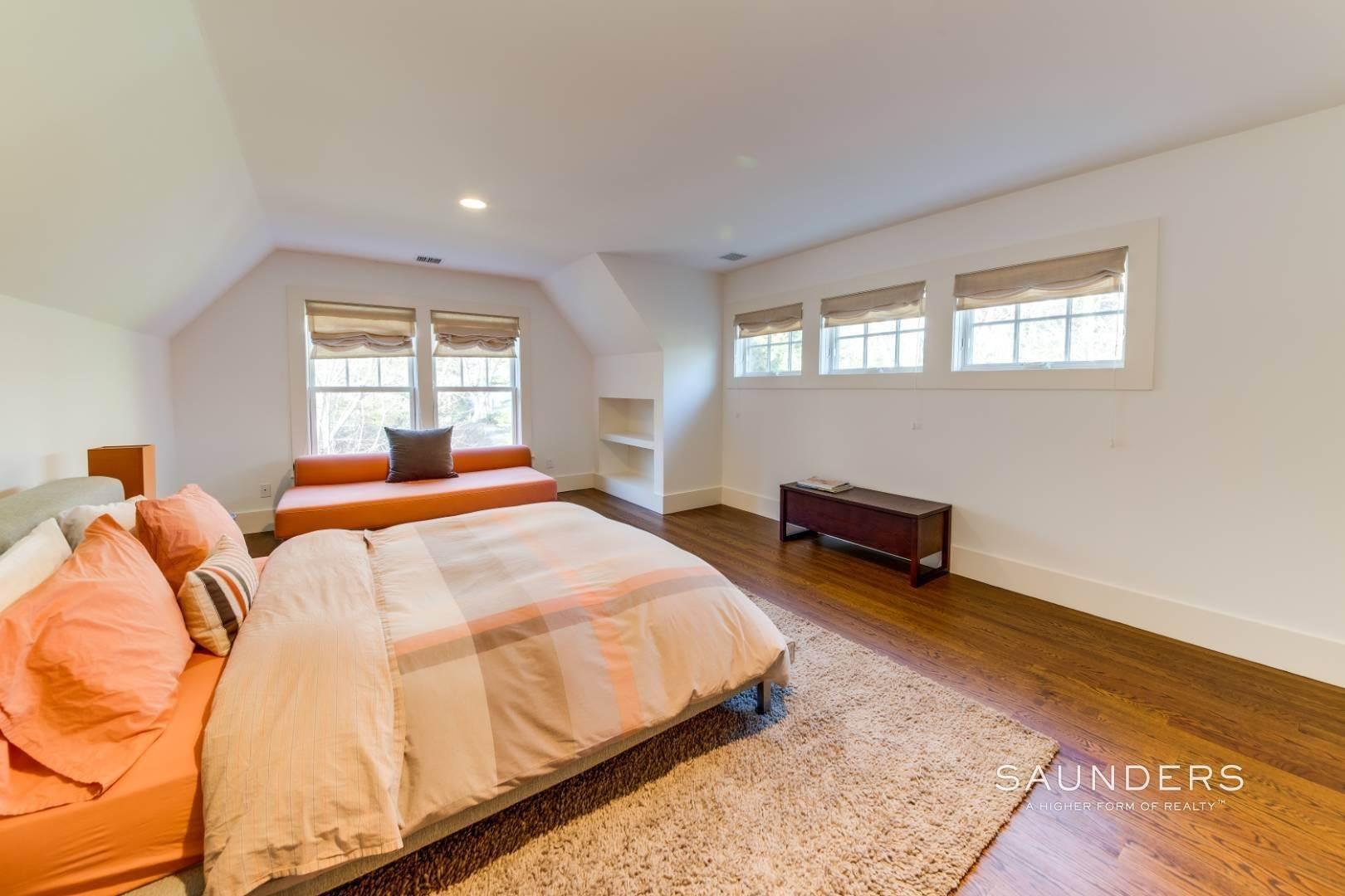19. Single Family Homes for Sale at Wainscott South Traditional Near Beach Lane 10 Merriwood Drive, Wainscott, East Hampton Town, NY 11975