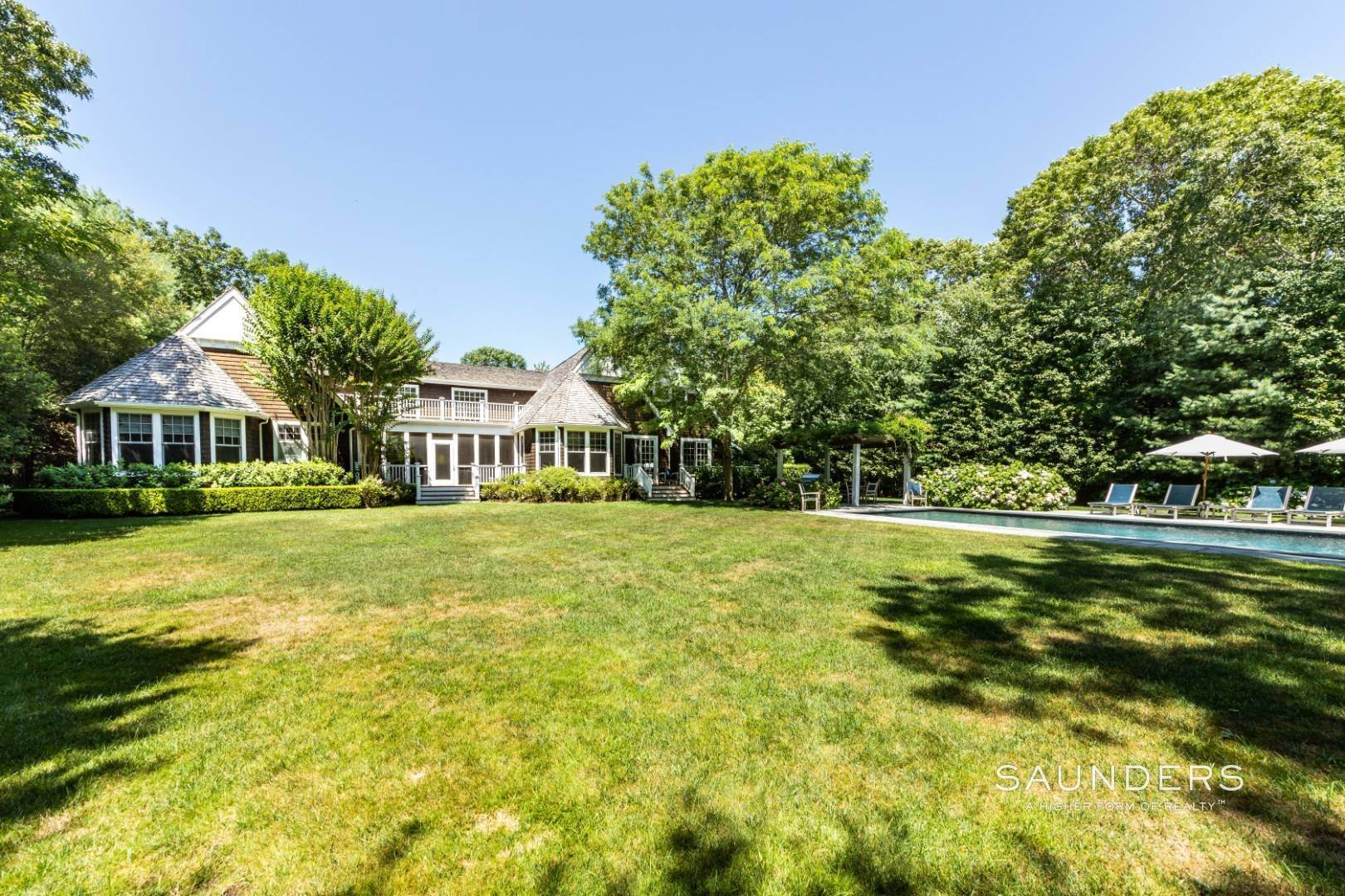 24. Single Family Homes for Sale at Wainscott South Traditional Near Beach Lane 10 Merriwood Drive, Wainscott, East Hampton Town, NY 11975