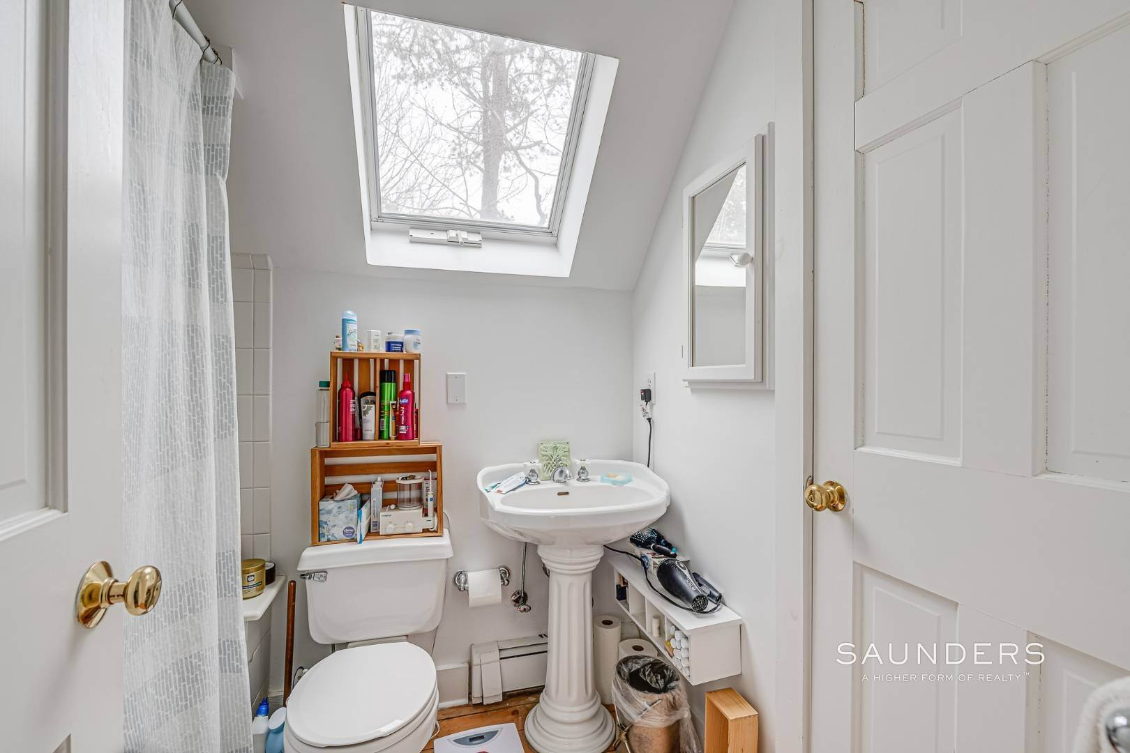 11. Single Family Homes for Sale at Charming Saltbox In The Northwest Woods Of East Hampton 620 Stephen Hands Path, East Hampton, East Hampton Town, NY 11937