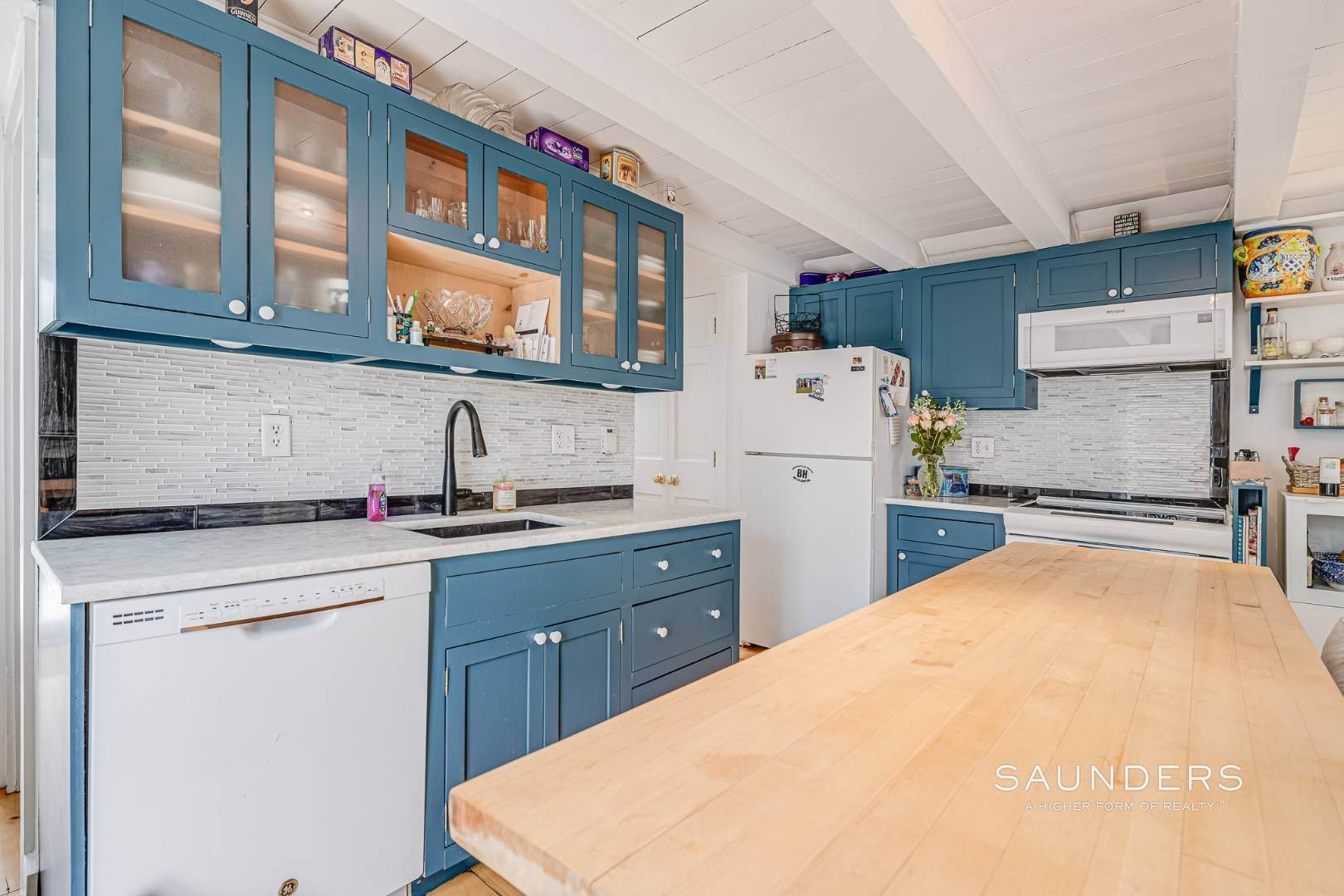 6. Single Family Homes for Sale at Charming Saltbox In The Northwest Woods Of East Hampton 620 Stephen Hands Path, East Hampton, East Hampton Town, NY 11937