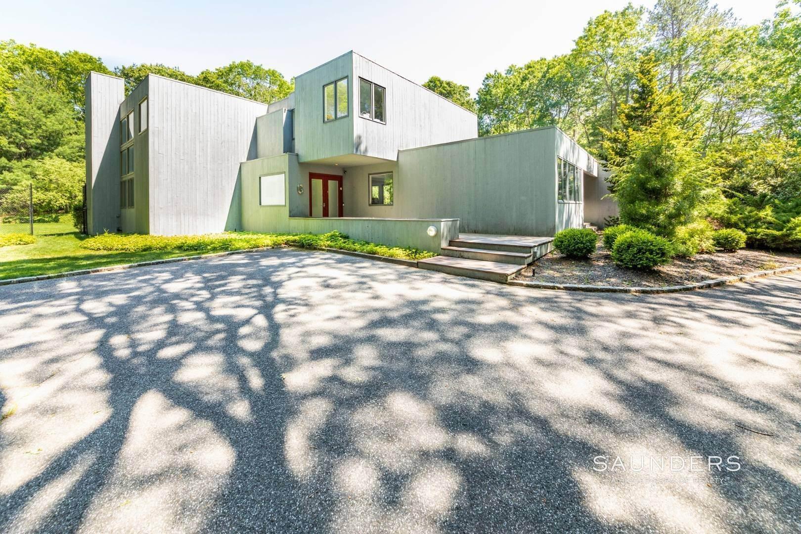 3. Single Family Homes at East Hampton, East Hampton Town, NY 11937