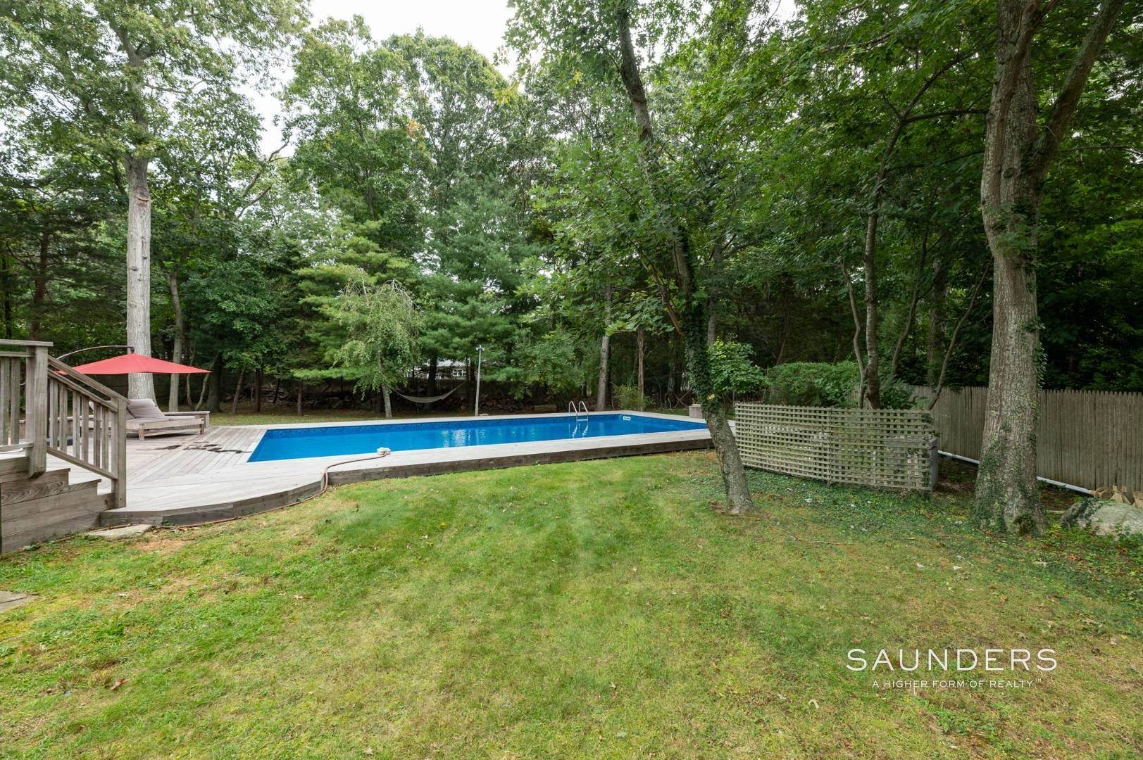 16. Single Family Homes at Charming Home With Heated Pool 221 Norfolk Dr, East Hampton, East Hampton Town, NY 11937