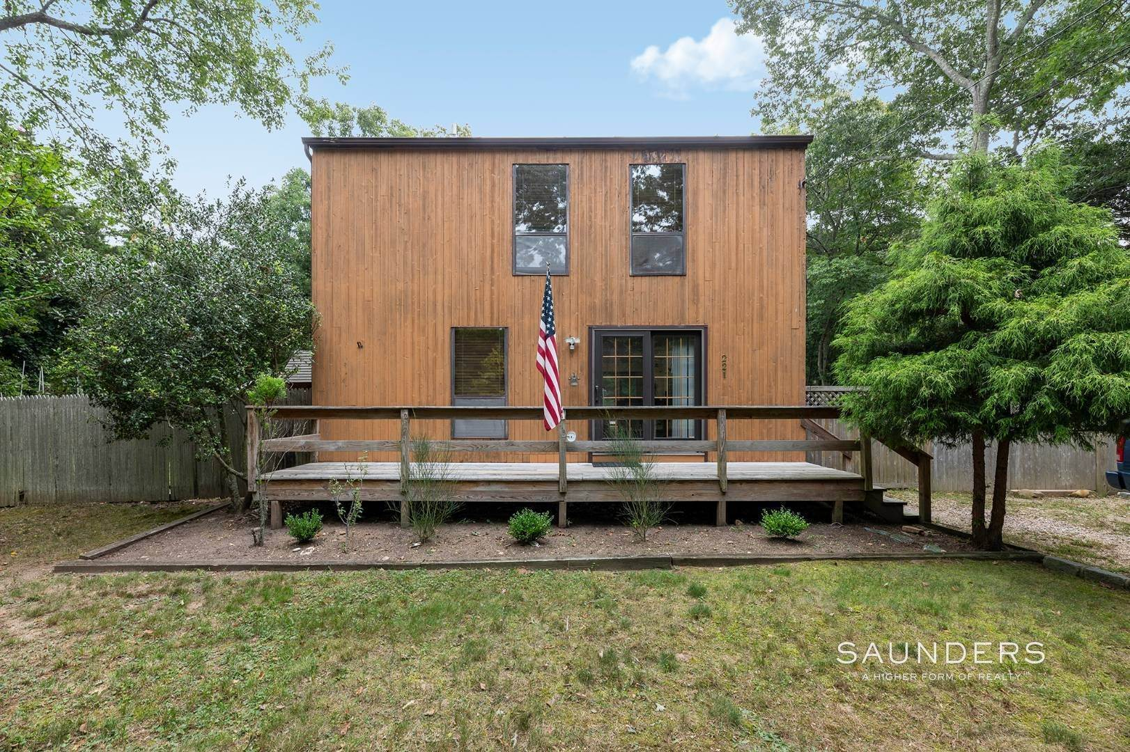 2. Single Family Homes at Charming Home With Heated Pool 221 Norfolk Dr, East Hampton, East Hampton Town, NY 11937