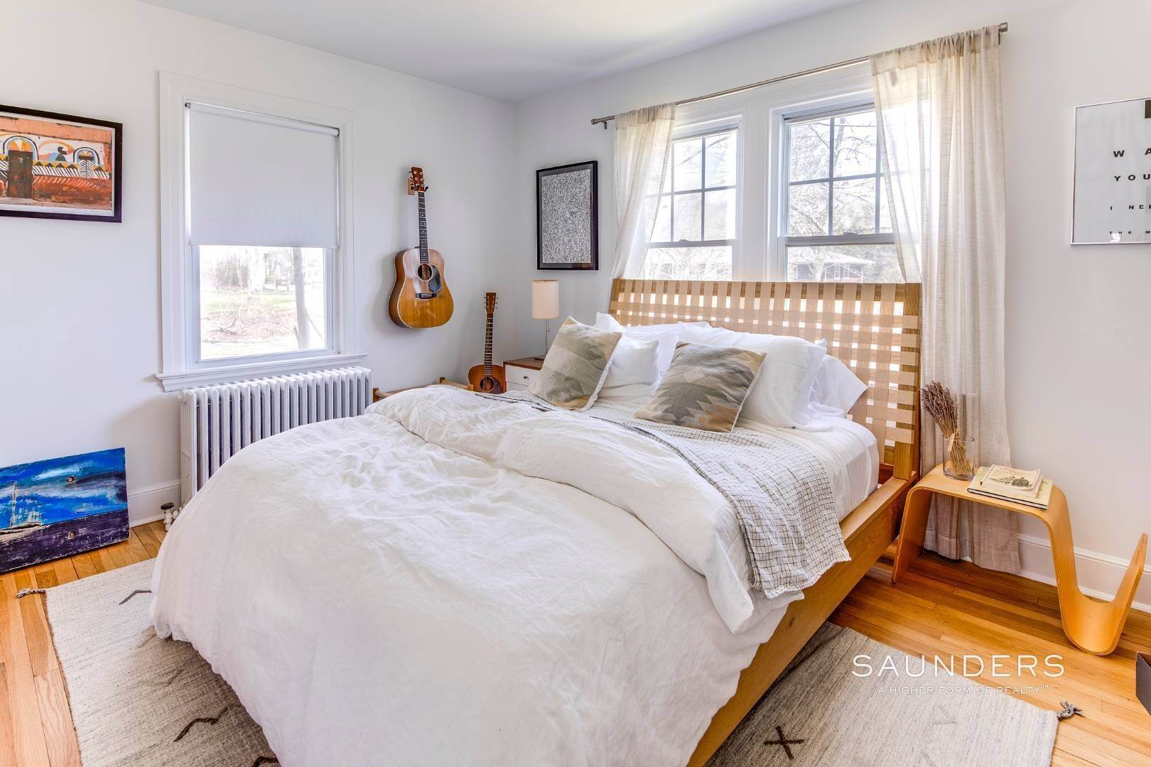 10. Single Family Homes for Sale at East Hampton Cottage On 1.17 Acres 43 Miller Lane West, East Hampton, East Hampton Town, NY 11937