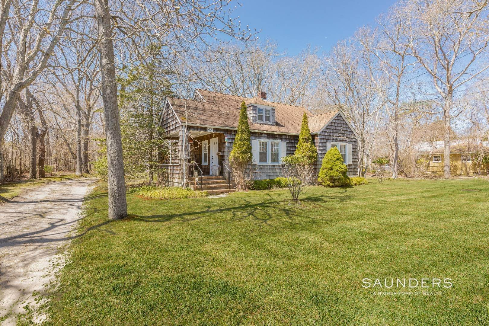 2. Single Family Homes for Sale at East Hampton Cottage On 1.17 Acres 43 Miller Lane West, East Hampton, East Hampton Town, NY 11937