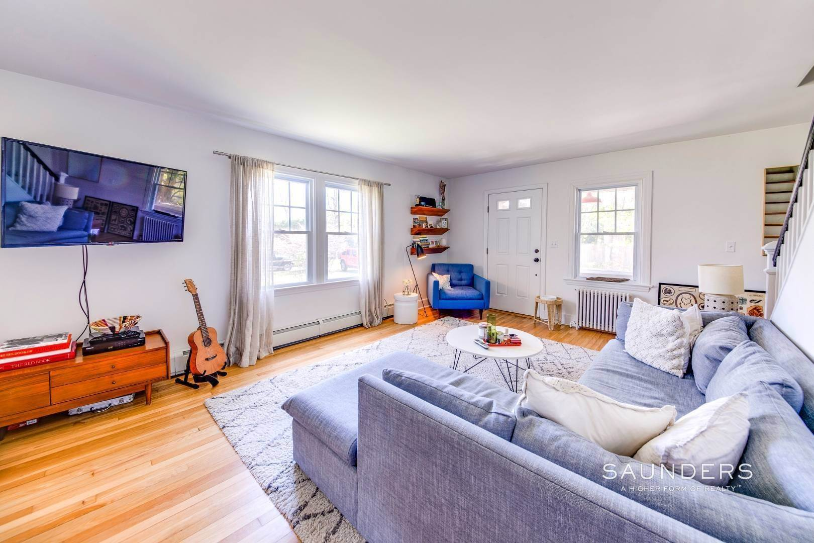 5. Single Family Homes for Sale at East Hampton Cottage On 1.17 Acres 43 Miller Lane West, East Hampton, East Hampton Town, NY 11937