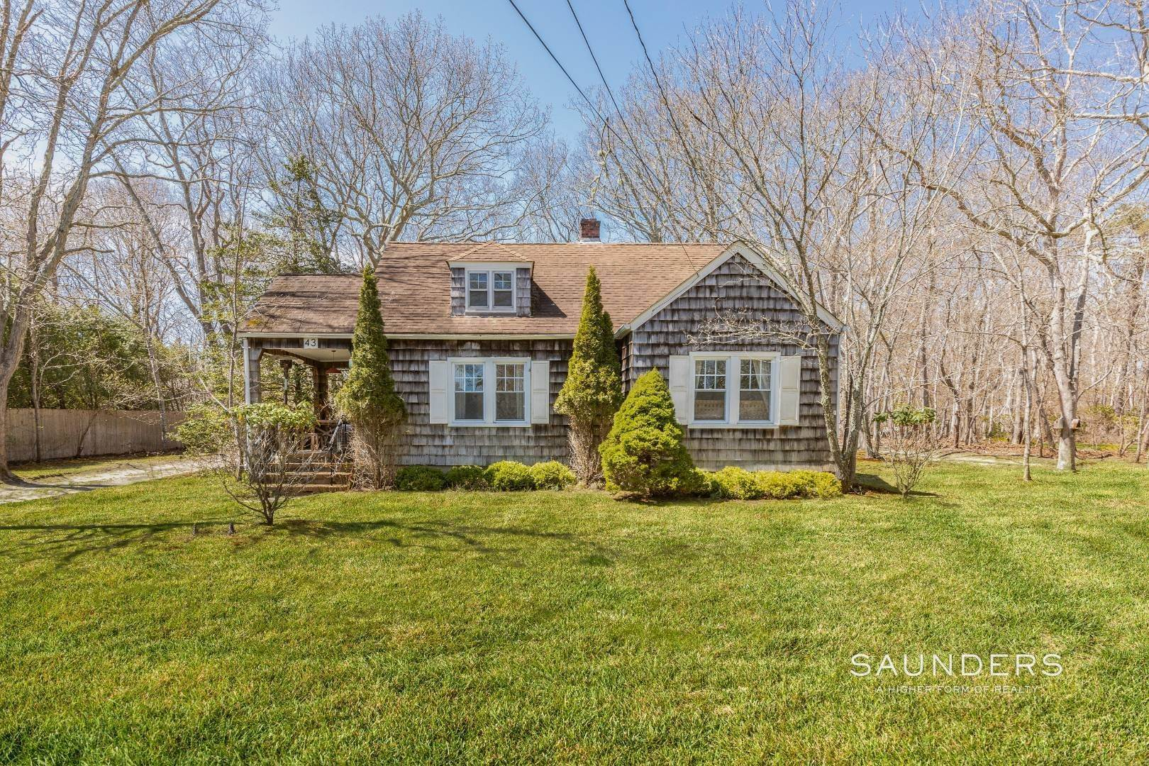 3. Single Family Homes for Sale at East Hampton Cottage On 1.17 Acres 43 Miller Lane West, East Hampton, East Hampton Town, NY 11937