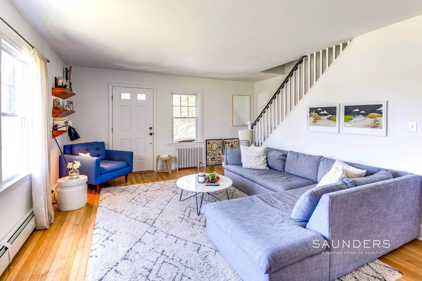 4. Single Family Homes for Sale at East Hampton Cottage On 1.17 Acres 43 Miller Lane West, East Hampton, East Hampton Town, NY 11937