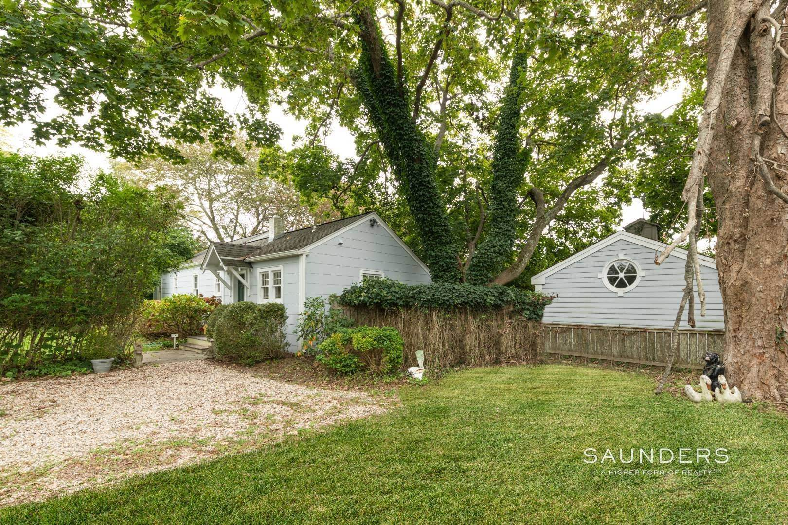 5. Single Family Homes for Sale at Southampton Village Renovate Or Build Opportunity 306 Hill Street, Southampton, Southampton Town, NY 11968