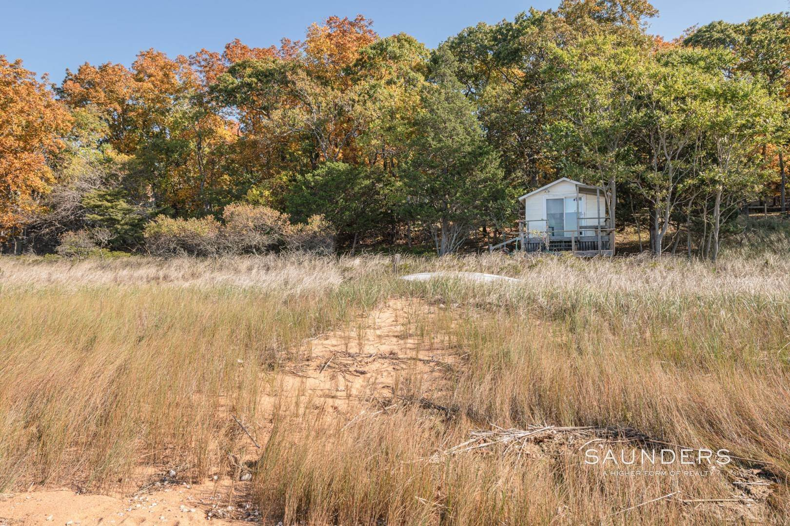 6. Single Family Homes for Sale at Red Cedar Point Waterfront 10 North Shore Road, Hampton Bays, Southampton Town, NY 11946