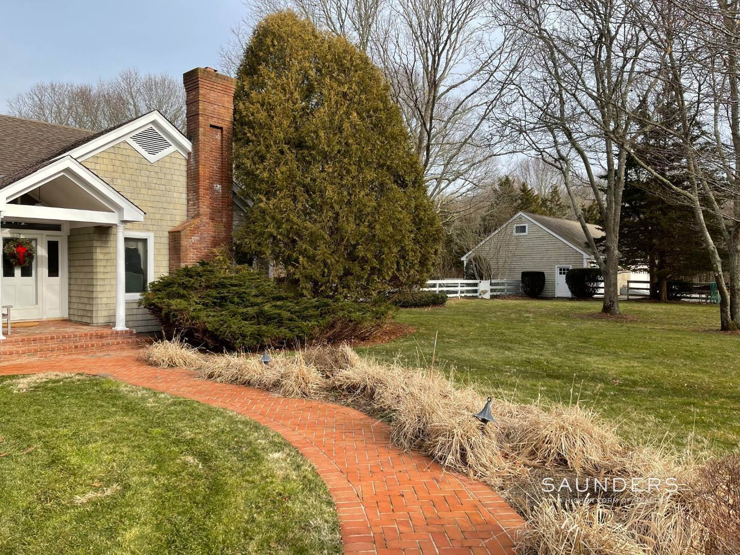 33. Single Family Homes for Sale at Prime 2.8 Acres In Sagaponack Village W/ Barn & Room For Tennis 44 Greenleaf Lane, Sagaponack Village, Southampton Town, NY 11962