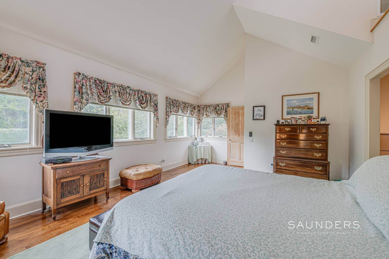 18. Single Family Homes for Sale at Prime 2.8 Acres In Sagaponack Village W/ Barn & Room For Tennis 44 Greenleaf Lane, Sagaponack Village, Southampton Town, NY 11962