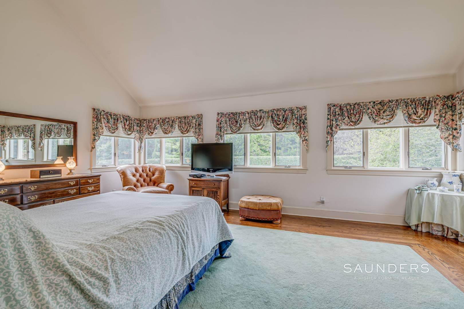 17. Single Family Homes for Sale at Prime 2.8 Acres In Sagaponack Village W/ Barn & Room For Tennis 44 Greenleaf Lane, Sagaponack Village, Southampton Town, NY 11962