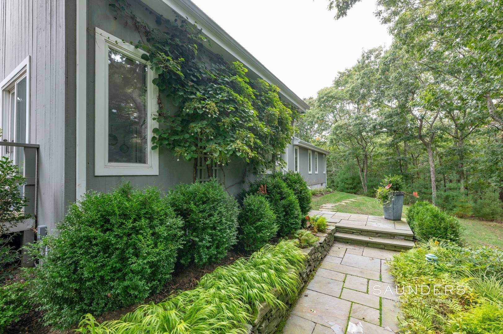 24. Single Family Homes at East Hampton With Tennis East Hampton, East Hampton Town, NY 11937