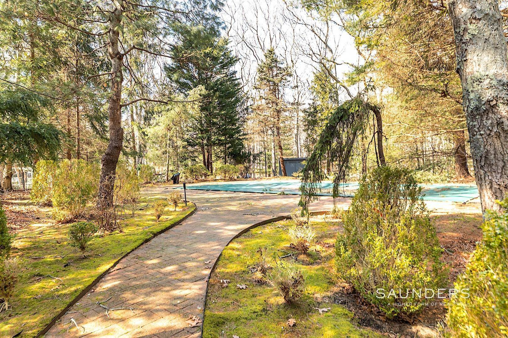 15. Single Family Homes for Sale at East Hampton 3.5 Acres 376 Stephen Hands Path, East Hampton, East Hampton Town, NY 11937