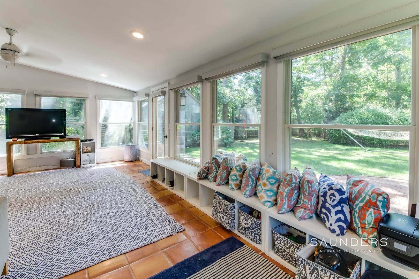 9. Single Family Homes at Stylish Oasis In Clearwater 110 Kings Point Road, East Hampton, East Hampton Town, NY 11937
