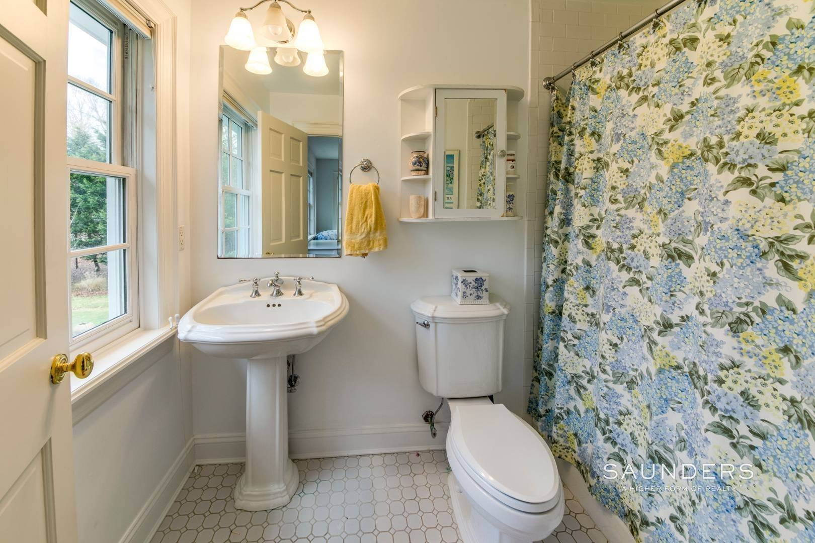 31. Single Family Homes for Sale at Builder's Own, Hamptons Traditional 33 Cedar Trails, East Hampton, East Hampton Town, NY 11937